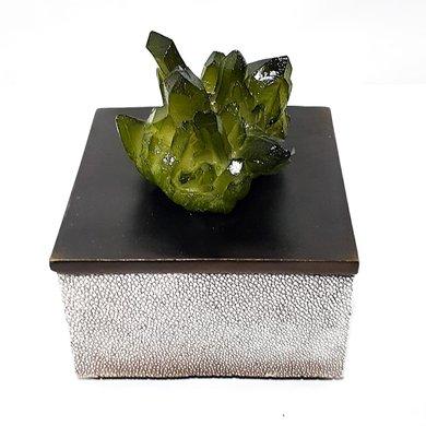 Caixa Quadrada Crocodilo Cinza C/ Pegador de Flor Verde