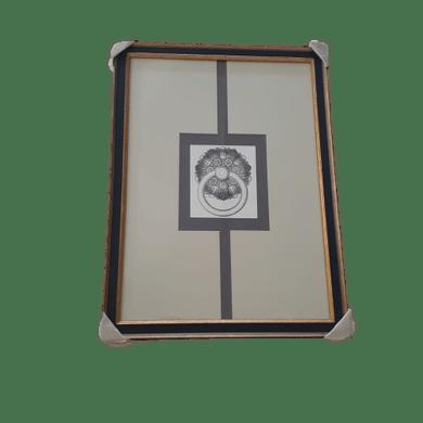 Gravura Preto/Bege Desenho Argola Com Moldura Preta